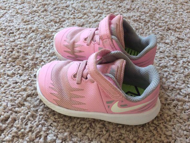 Adidasy Nike roz 22