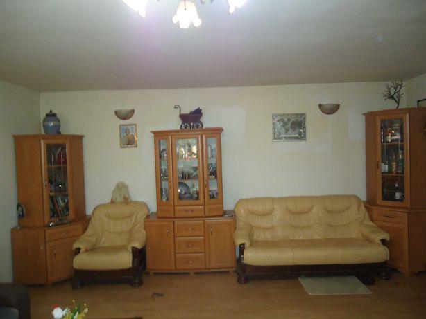 ladny komplet mebli do salonu pokoju idealny do maluch mieszkan