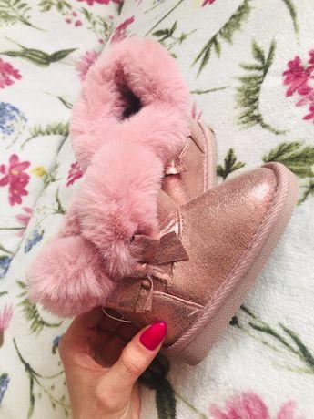 Piękne buty zimowe dla dziewczynki