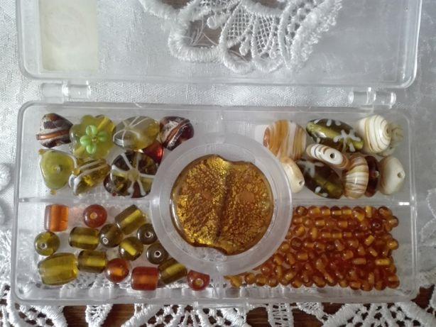 Koraliki szklane z Indii