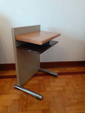 Daciano da Costa. Metalúrgica Longra cadeira e mesa de apoio vintage