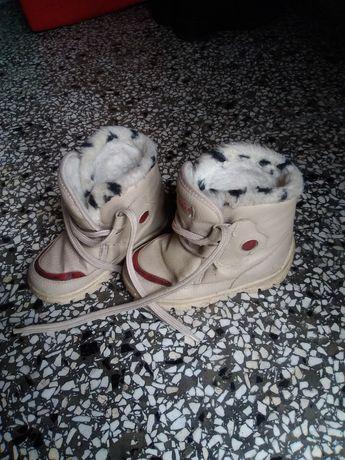 Kremowe śniegowce r. 25