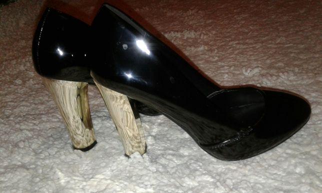 Лаковый туфли