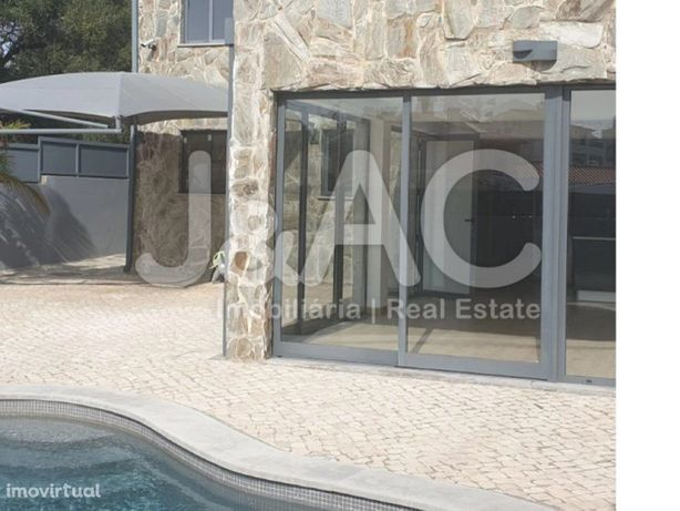 Vende se Moradia T3 com piscina em Alcoitão