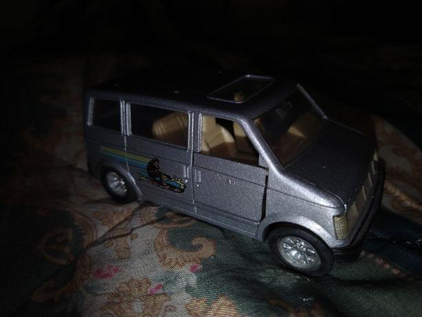 Lote todo 3  carrinhos de puxar Renault 5 Turbo 2,Golf GTI e Furgão.