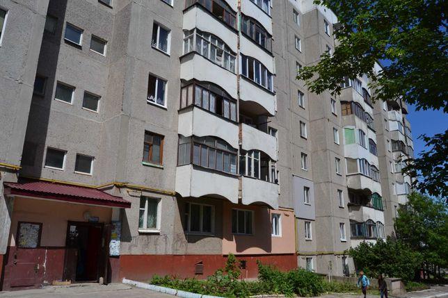 Продаж 2 кім. на середньому поверху вул. Дубенська 44