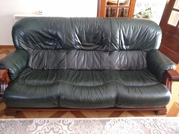 Sofás de sala, 1 de 3 lugares e 2 individuais.