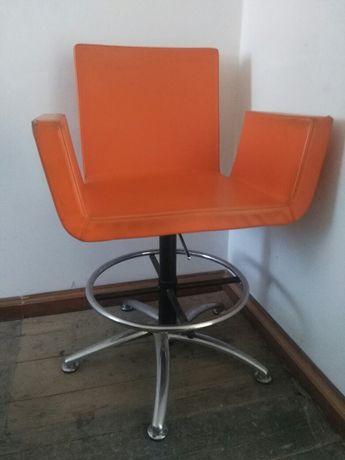 Krzeslo fotel hoker do biura z regulacją wysokości stół