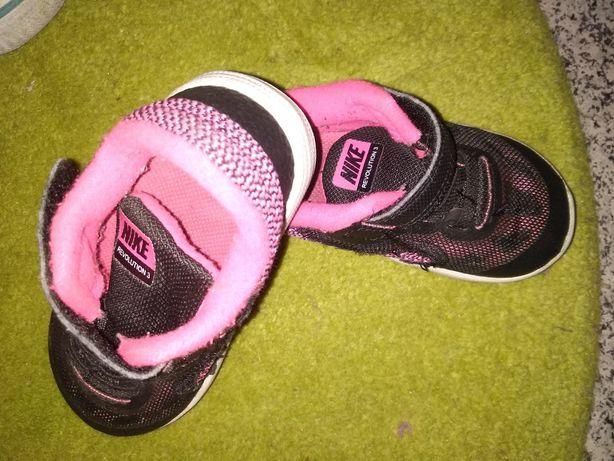 Tênis Nike, tamanho 22