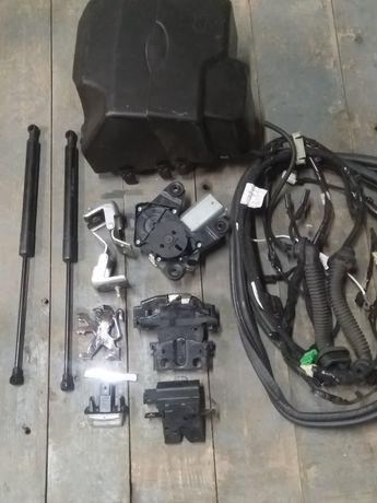 Комплектуючі для кришки багажника Пежо 207SW. Фари Сценік, Меріва.