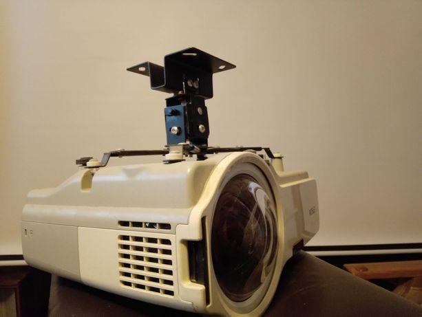 Projektor krótkoogniskowy Epson + uchwyt sufitowy.