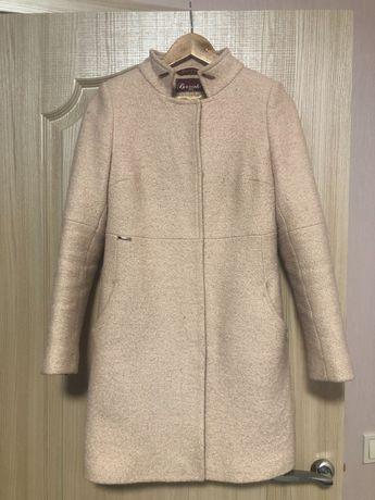 Продам пальто 300 грн