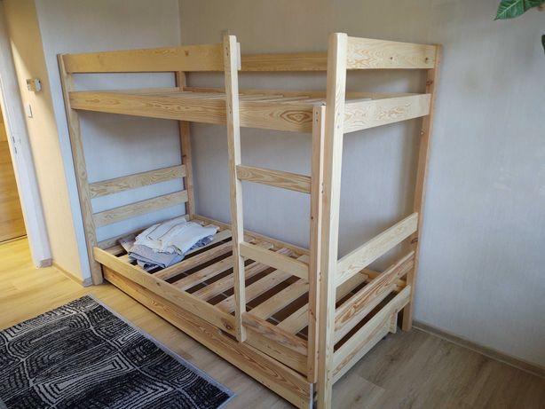 Łóżko piętrowe ,drewniane ,solidne .