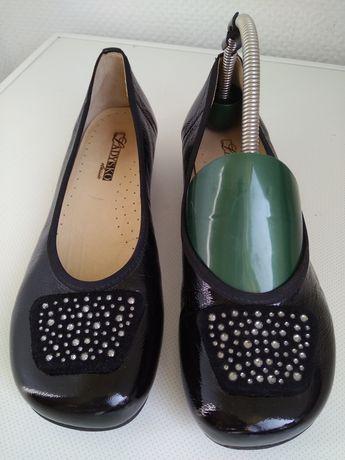 Туфли натуральная кожа лак . Ladysko 38 р