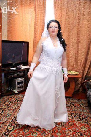 Свадебное платье 2000 руб.