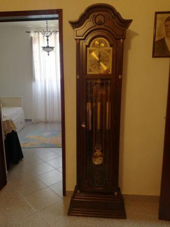 Relógio de sala muito elegante e intemporal,