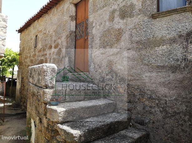 MoradiaT3 em granito para reconstrui na localidade de Bendada >Sabugal