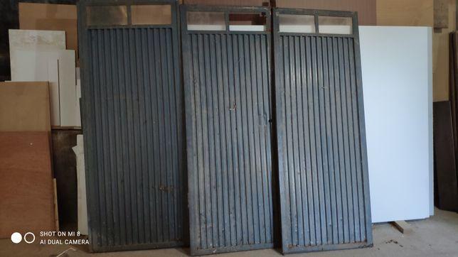 Portão de ferro e chapa
