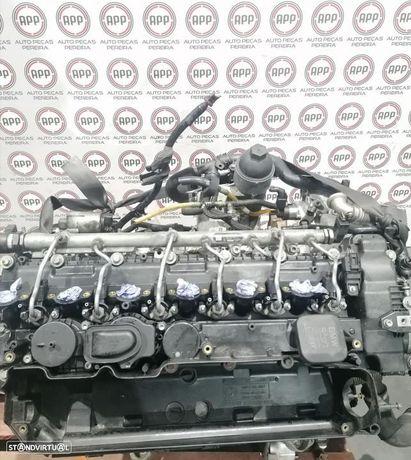 Motor BMW E90 330D de 2009, referência 30 6D3, aproximadamente 168000 kms.