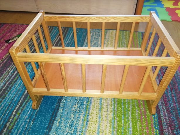 Sprzedam drewniane duże lozeczko kolyske dla lalek
