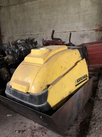 Мойка для машин Karcher в рабочем состоянии