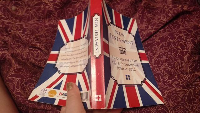 книга New Testament To Celebrate The Queens Diamond Jubilee 2012