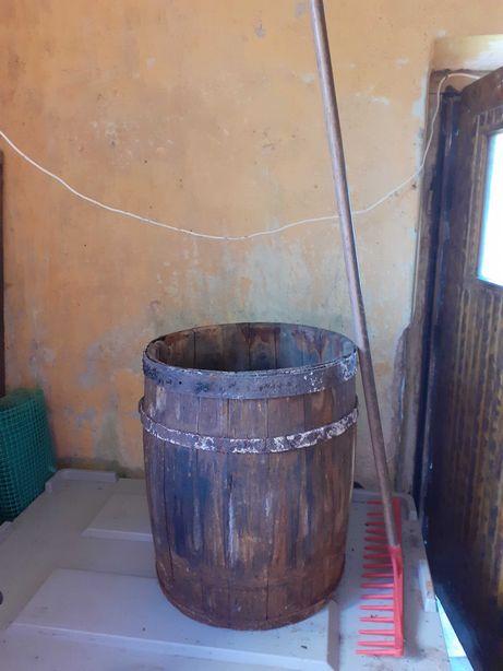 Beczka dębowa starodawna zabytek
