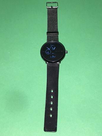 Модные мужские стальные часы черного цвета