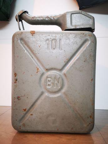 Kanister metalowy z lejkiem