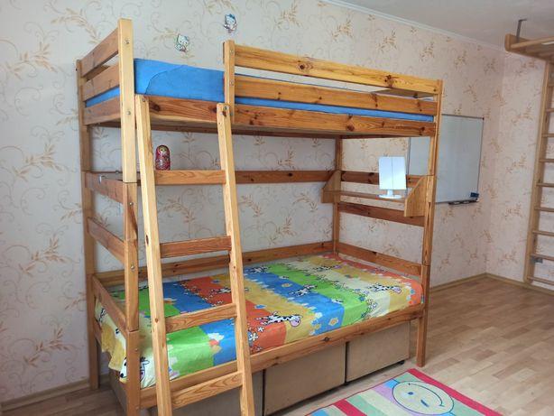 Кровать двухярусная деревянная б/у