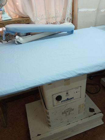 Гладильный стол промышленный.