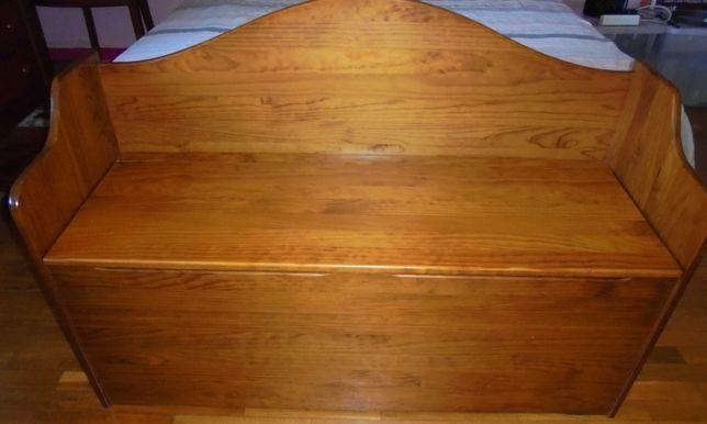 Arca /banco com arrumação em madeira de pinho tratada