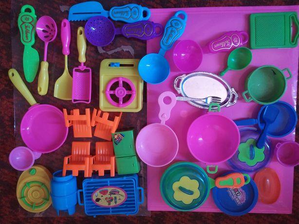 Большой набор мебели и посуды для кукол