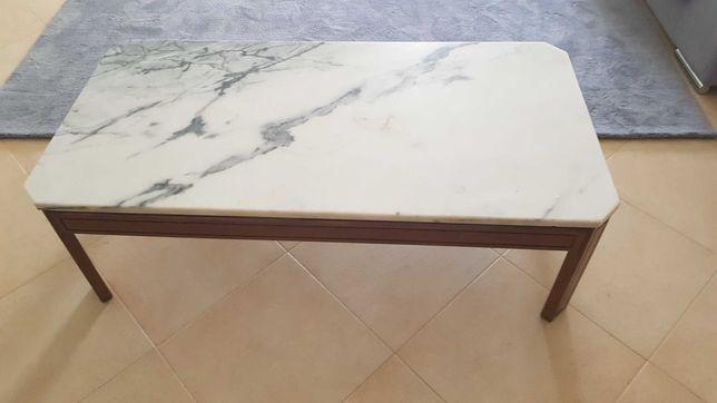 Mesa de centro de mármore