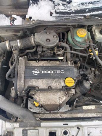 Opel Corsa B 1.2 16V 65KM ZAWIESZENIE wahacz piasta /Auto Złom ADAX