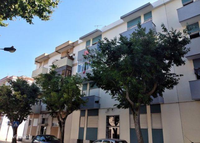 Apartamento T2, 3º andar, no centro da Moita – 85.000€