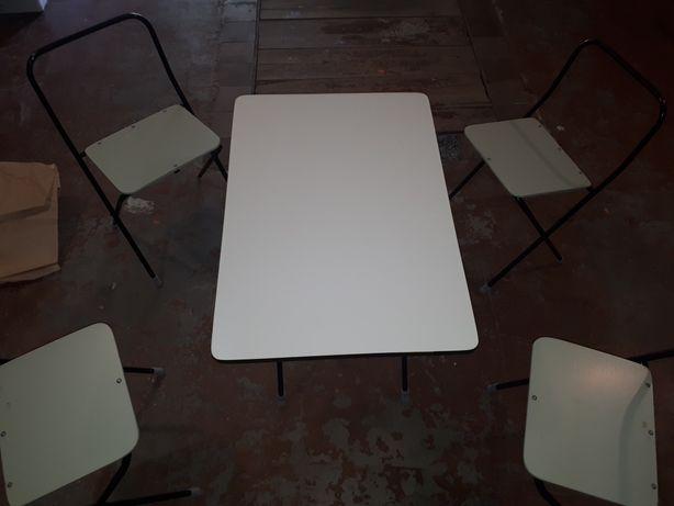 Столик со стульчиками походный