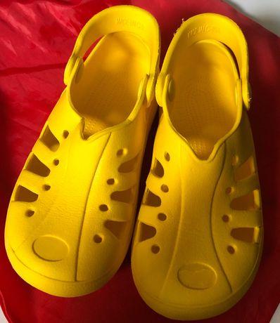 3 pares de Sapatos, tamanho 31. Portes grátis!