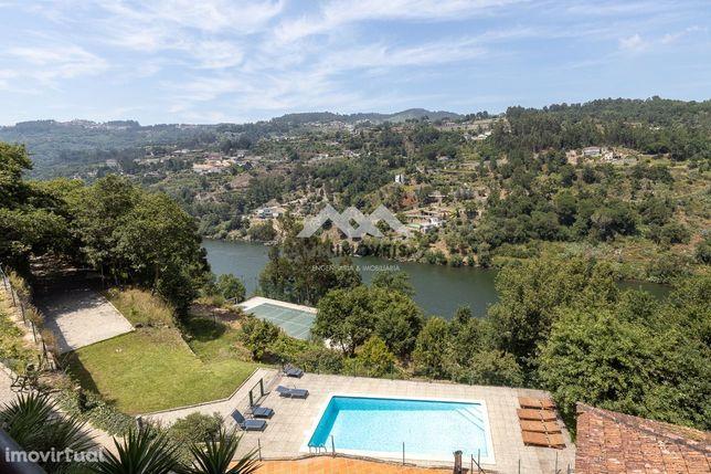 Quinta com Margem e vistas para o Rio Douro