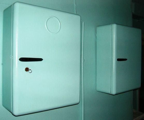 Шкаф навесной настенный металлический.
