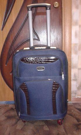 Маленький дорожный чемодан