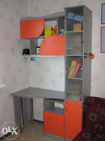 Мебель в детскую: шкаф, стол письменный, полка для книг, кровать,диван