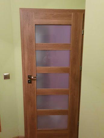 Drzwi wewnętrzne prawe DRE używane 80 dąb polski + ościeżnica + klamka
