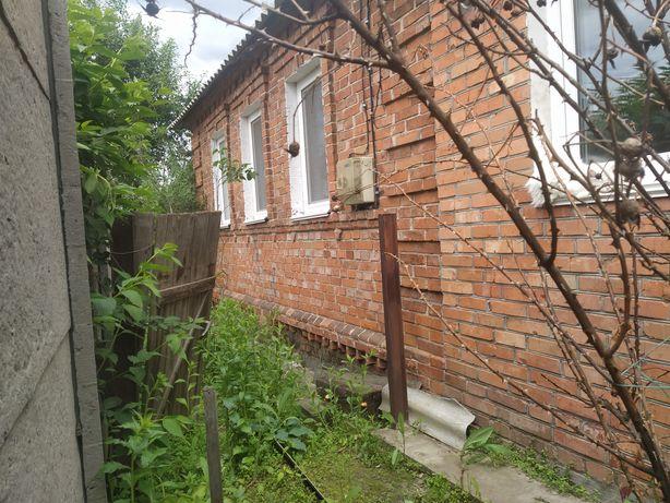 Затишний будинок на початку Баранівки зі всіма зручностями.