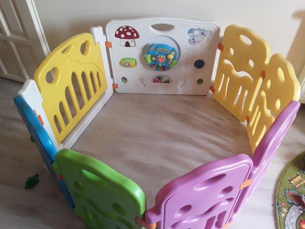 Kojec kolorowy segmentowy z bramką zamykaną z zabawkami