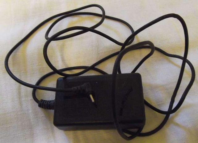 zasilacz ładowarka 3,3V 2,5A do aparatu cyfrowego wtyk 0.7/2.4mm