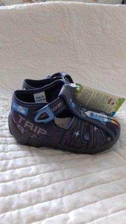 Nowe sandałki buciki kapcie Renbut dla chłopca rozmiar 21.