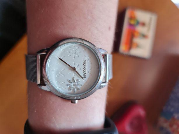 Relógio Morgan prateado