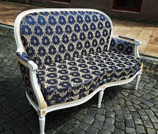 антиквариат.Антикварный диван.