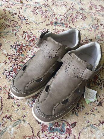 Туфлі з прорізами 44 р